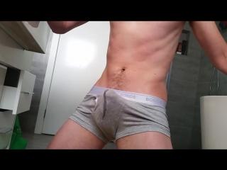 Гей кончил в штаны