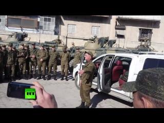 Российский солдат зачитал рэп на улице в Алеппо