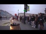 Баба-Яга рассекает на гироступе по Питеру!