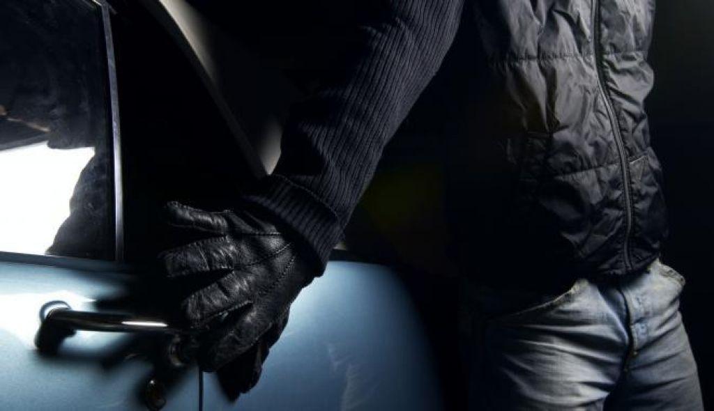В Зеленчукском районе у местного жителя угнали автомобиль