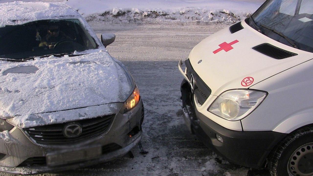 В Черкесске столкнулись легковушка и карета скорой помощи