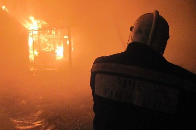 Хозяйственная постройка загорелась в станице Зеленчукской