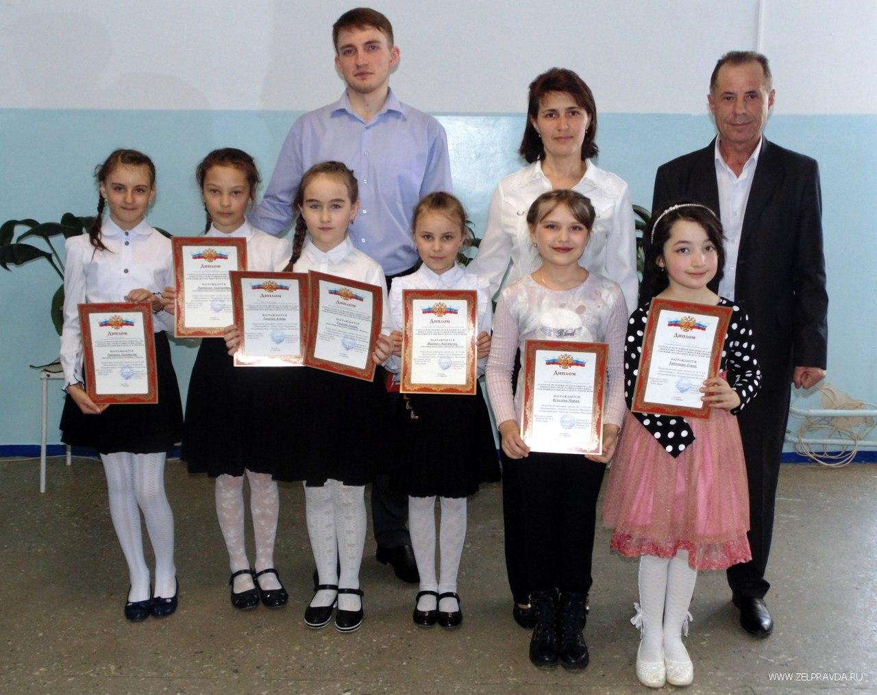 «Без фонограмм» пели дети на конкурсе в Зеленчукском районе