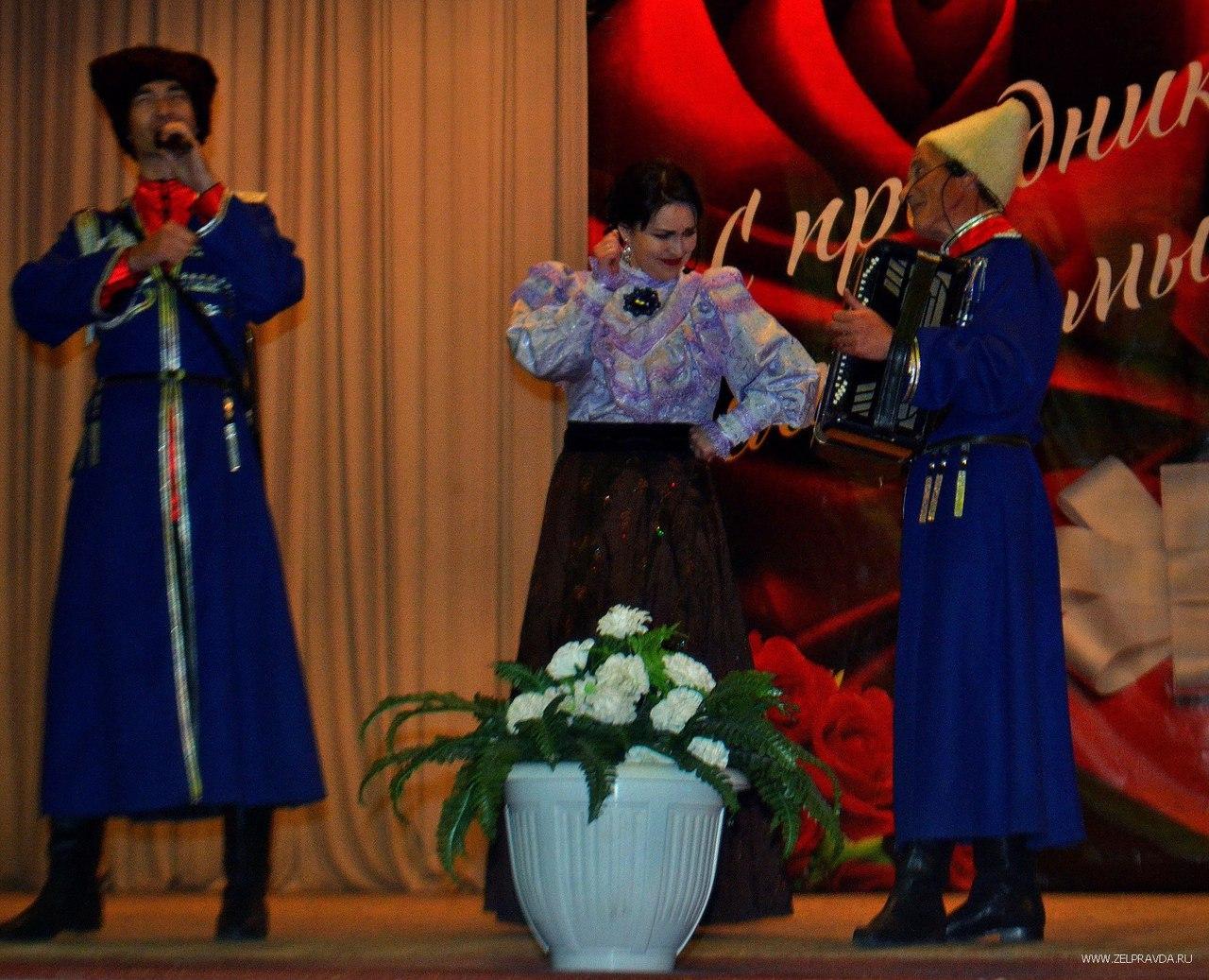 В Зеленчукской поздравили женщин с наступающим Международным женским днем