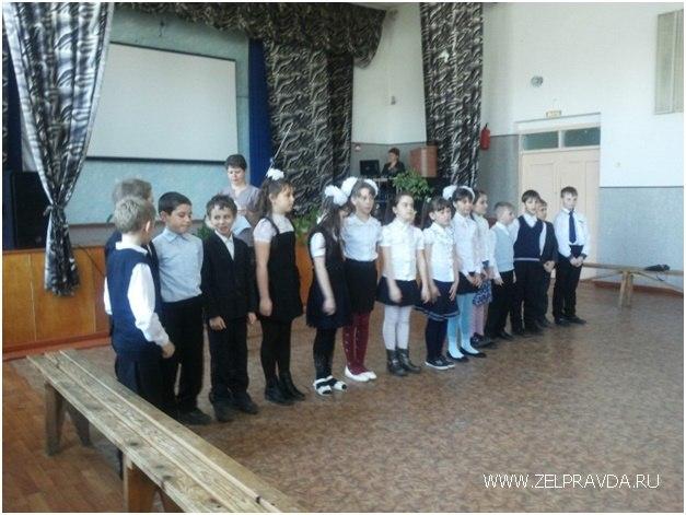 В Исправной школьники поздравили женщин с 8 марта