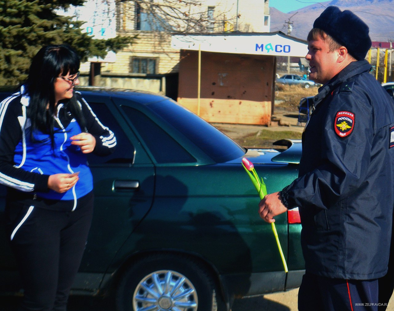 Сотрудники ГИБДД Зеленчукского района поздравили женщин с 8 марта