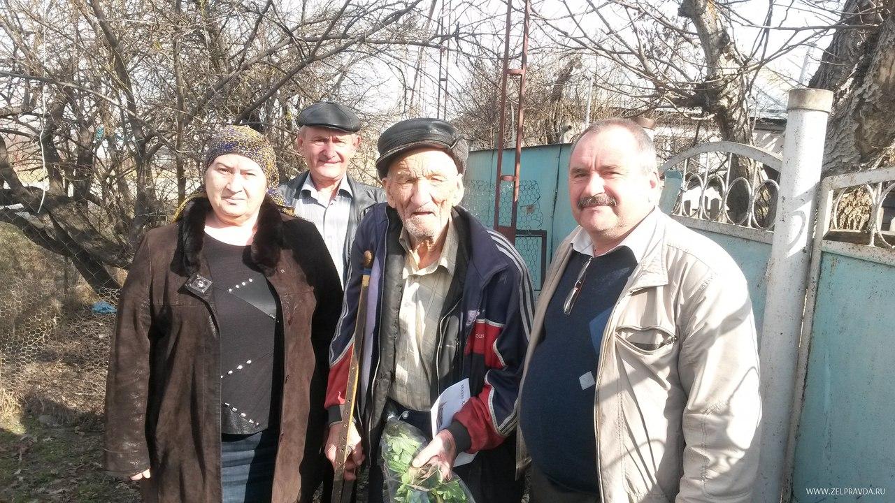 Ветерана Великой Отечественной войны в Зеленчукском районе поздравили с юбилеем