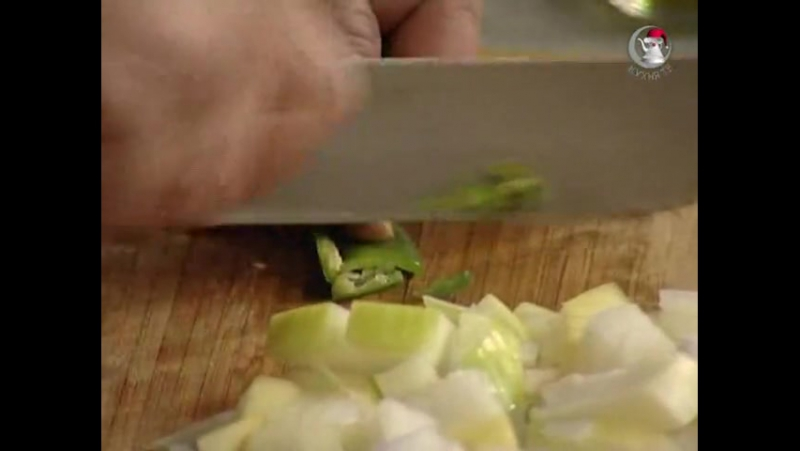 Мужская еда. Тушеные в томате овощи с колбасками чоризо