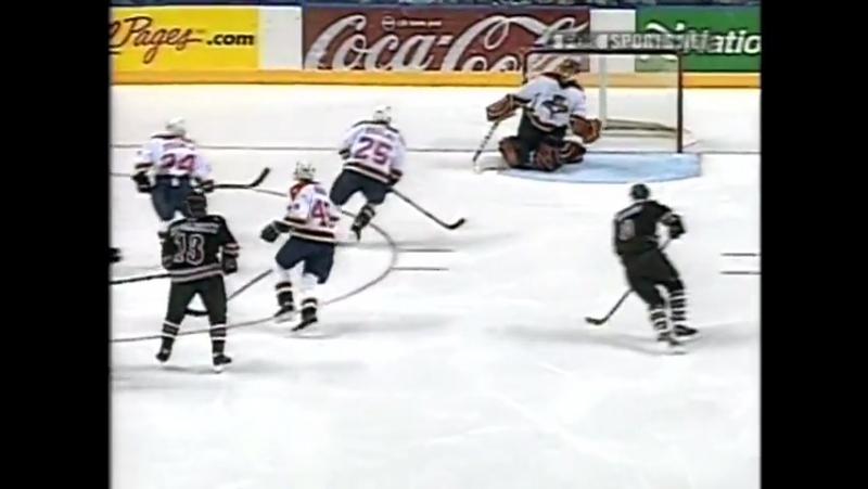 Andrei Nikolishin shoots and scores against young Roberto Luongo 2001 Андрей Николишин точный в дальнию 9 ку