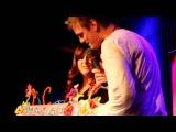 Aaron Carter sings