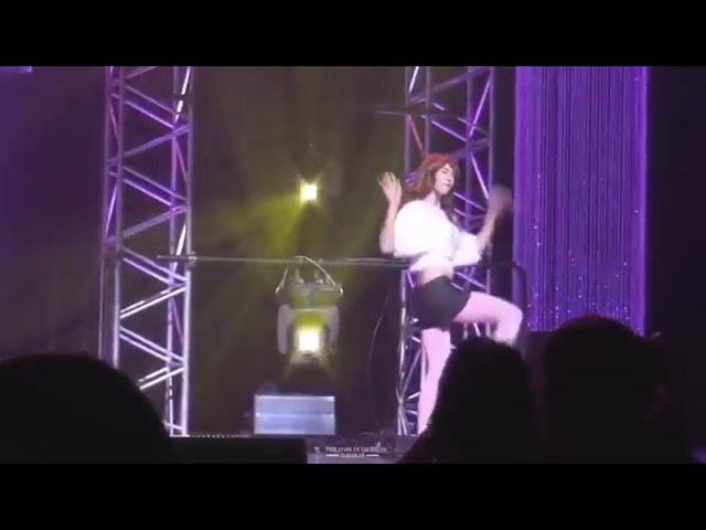 Пак Хён Сик танцует
