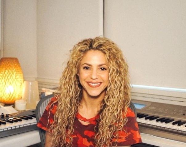 Шакира отложила начало тура
