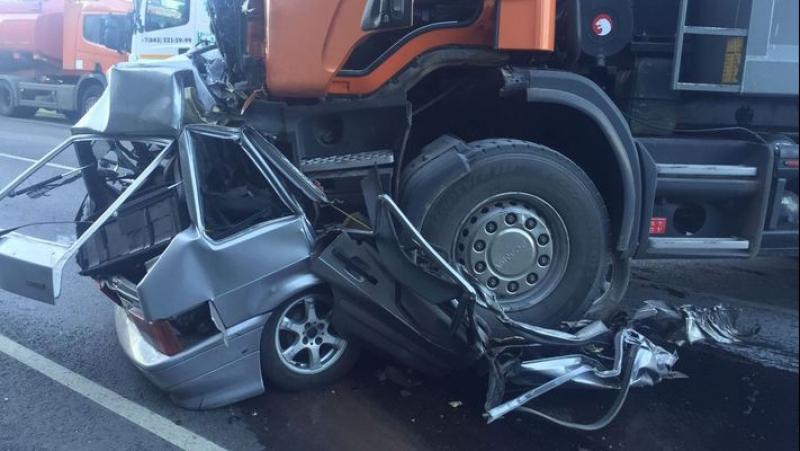 Грузовик Scania на трассе в Татарстане всмятку раздавил «ВАЗ 2114»
