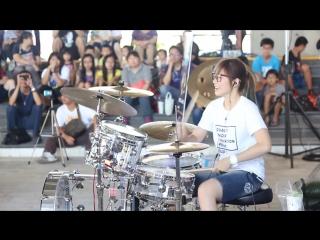 Зажигательная игра на барабанах