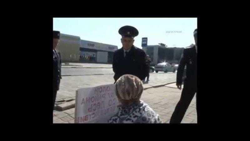 Одиночный пикет в оккупированном Крыму! Бабка еще не поняла куда попала))
