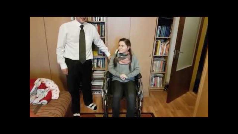 Яна 2 года не могла ходить вставать жевать Встала с коляски Отец депутат страны
