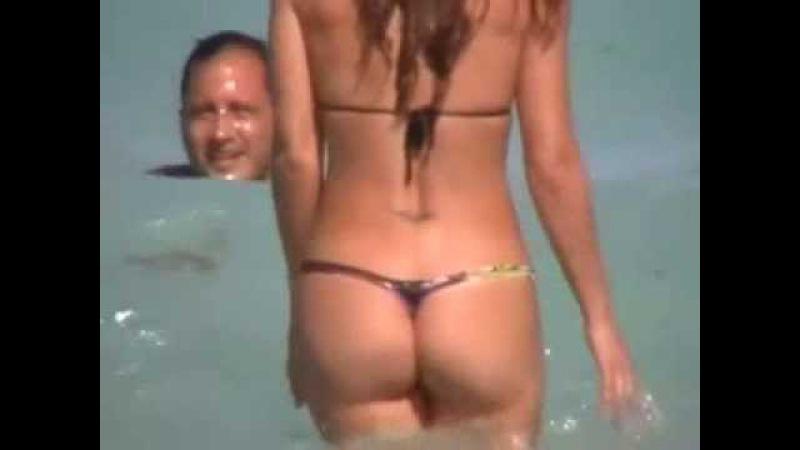 Красивая Девушка на пляже в Микро Бикини - Beautiful Girl in Micro Bikini