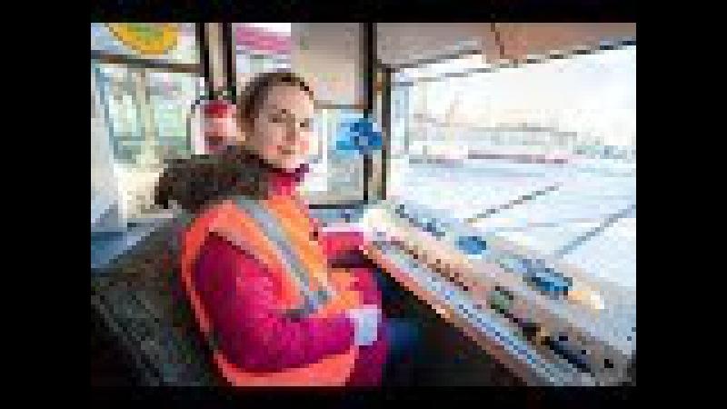 Журналист 74.ru учится управлять трамваем