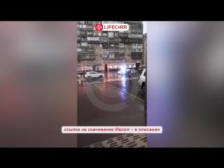 Патрульная машина ДПС врезалась в Ниссан в центре Москве