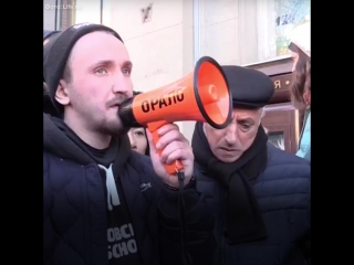 Очередь за iPhone X в Москве