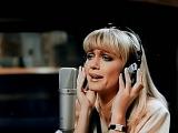Olivia Newton John - A Little More Love - ( Alta Calidad ) HD