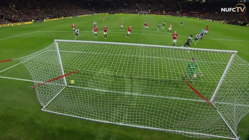 Гол Демба Ба в ворота «Манчестер Юнайтед». Премьер-Лига 2011/12, 13 тур.