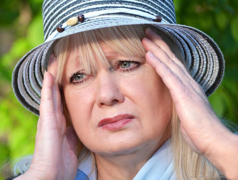 Некоторые люди, которые подвергаются воздействию гексана, испытывают головокружение и тошноту, которые со временем ухудшаются.