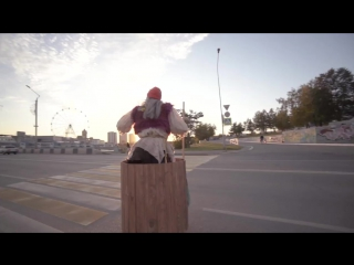 В Челябинске на ступе гоняет баба-яга