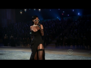 Rihanna diamonds (live on victorias secret fashion show 2012)