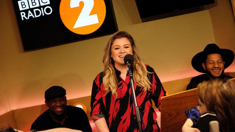 Kelly Clarkson - My Lovin (Youre Never Gonna Get It) (En Vogue cover, Radio 2 Breakfast Show)