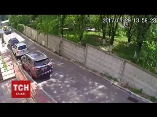 Прорыв трубы в Киеве. Фонтан кипятка бил до 7 этажа