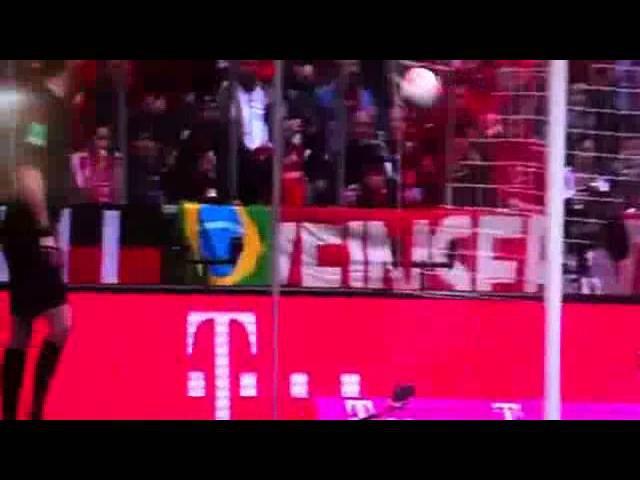 Tom Starke hält Elfmeter mit dem Kopf / Tom Starke Penalty Save by Head (HD)