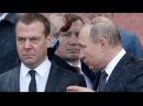 Вот это круто! Путин под сильным ливнем спокойно кладет венок погибшим в войне [П