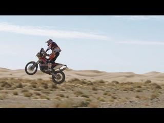 Дяди из RedBull KTM Factory Team - показывают как надо прыгать на раллийных ласточках))