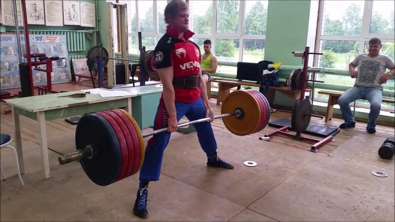 Рабочие моменты. Немного тренировочной тяги.Подход на 200 кг, затем 220 кг , далее подход на 240 кг. И тяга с подставки 3 см , 2