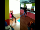 Понедельник,раннее утро! Мама и малышка Маня) на тренировке!там где совсем низЯ) было находится на руках у мамочки при выполнени