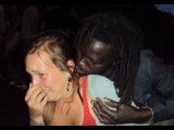 Наглые Мигранты НАСИЛОВАЛИ В ПРЯМОМ ЭФИРЕ Девушку из Швеции