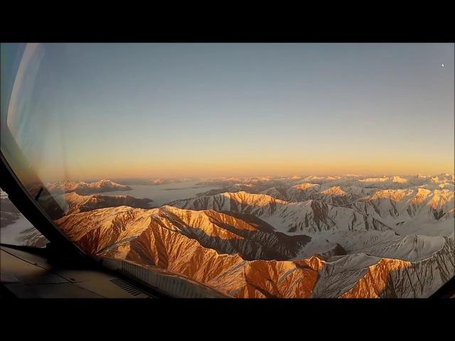Посадка самолёта сквозь густые облака в Новой Зеландии