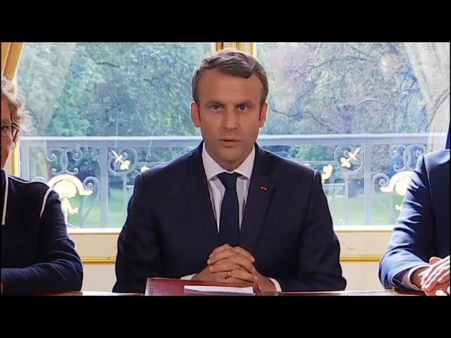 Emmanuel Macron signe les ordonnances de la loi travail - 22092017