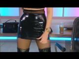 Черная мини юбка и высокие сапоги
