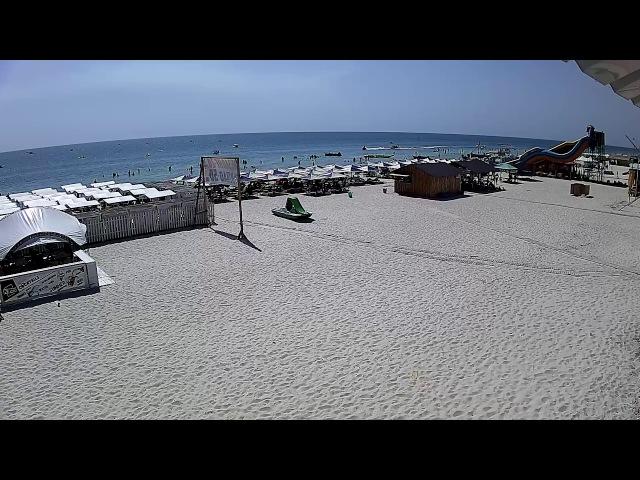 Пляж центральної набережної Лазурного
