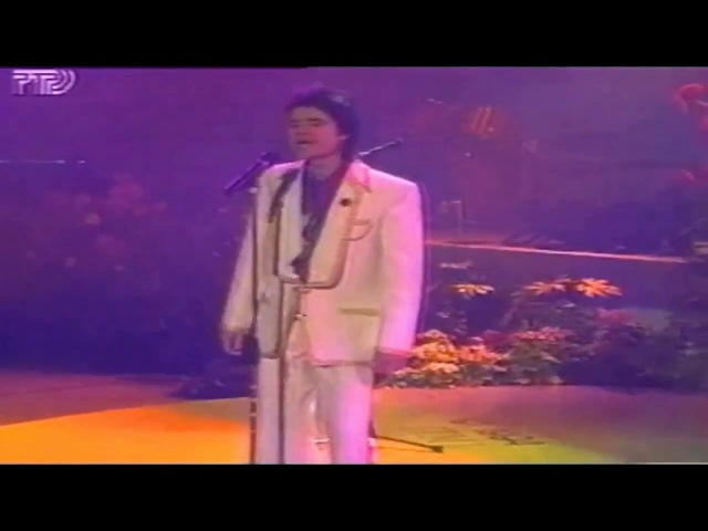 Евгений Осин. 8-е марта (Hа Восьмое марта дарят всем подарки, А тебе я эту песню написал...)1993г.