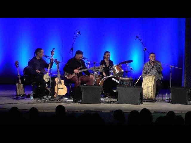 1. Тувинское горловое пение. Группа Алаш. Тувинская народная песня. Tuvan throat singing. Alash.