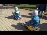 Влог 2,Ч, прогулка на площади. Ездим паровозиком. Walk in the square. We ride a train. Видео детям.
