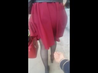 мама в короткой юбке без трусов