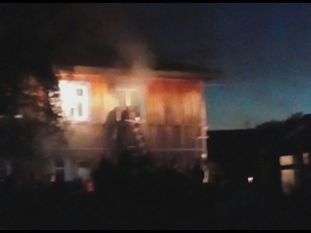 В дымном бараке задыхались люди - лестница - в огне, на окнах - решётки
