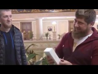 Кадырову подарили iPhone X