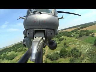 Отработка спецназом ЮВО на Кубани беспарашютного десантирования с многоцелевого ударного вертолета Ми-35М