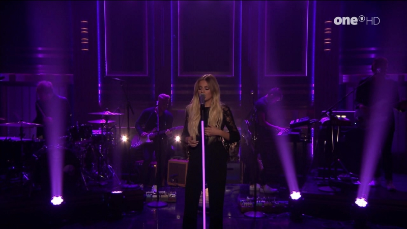 Kelsea Ballerini - Legends (The Tonight Show Starring Jimmy Fallon - 2017-07-25)