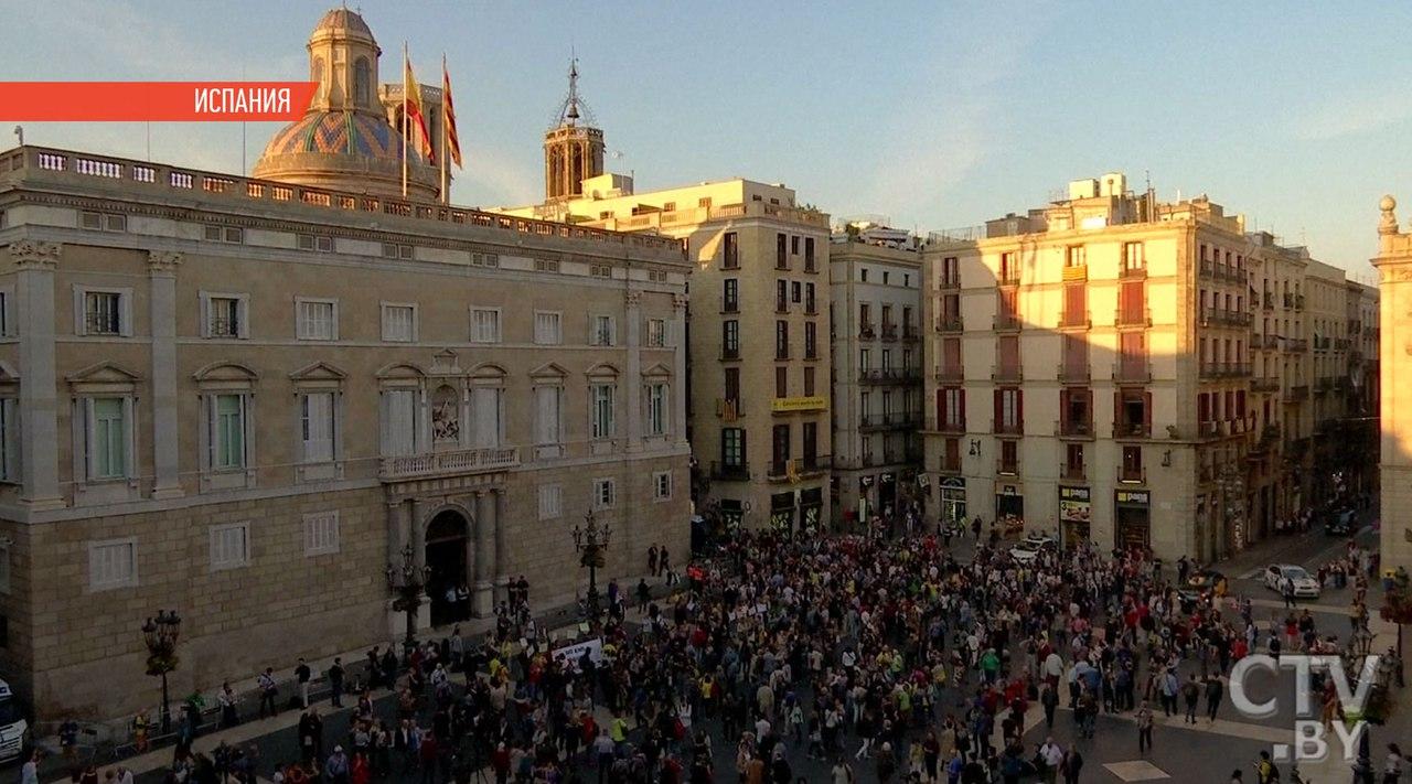 Независимость Каталонии: Пучдемон отступил, слово запарламентом